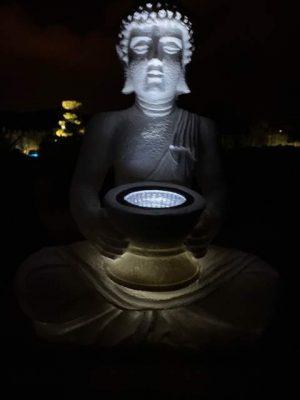 Világító Buddha